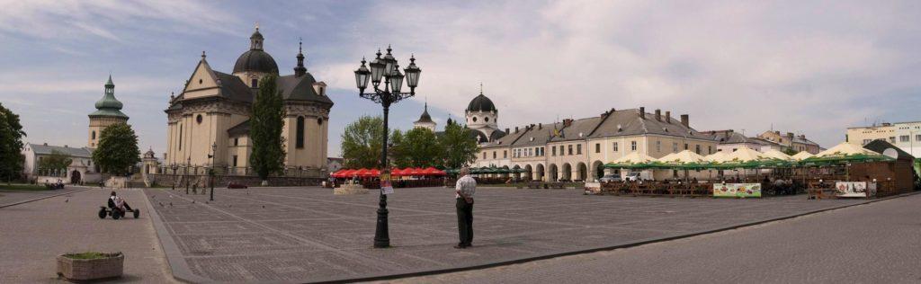 площадь рыночная в Жолкве