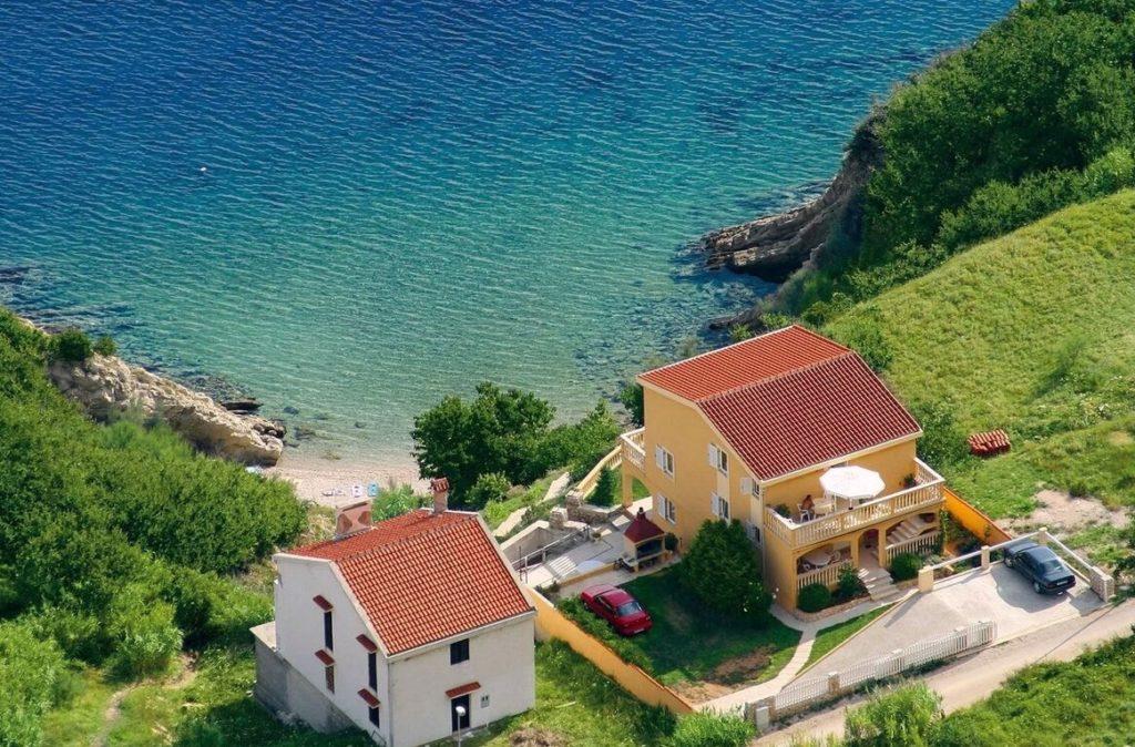 дом возле моря